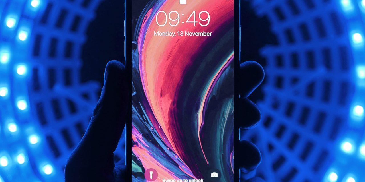 【2020年版】iphone ケース かっこいいブランド15選(タフ、カード付、スタンド付き等)ブラック